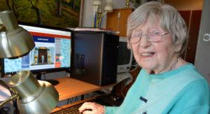 來自瑞典的105歲人瑞網紅,丹尼卡爾森寫出人生新文章